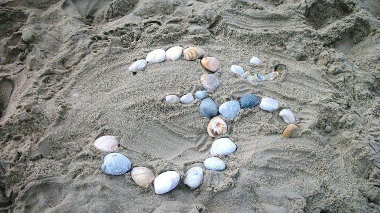 Aum in Sand